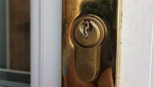 счупен ключ на врата