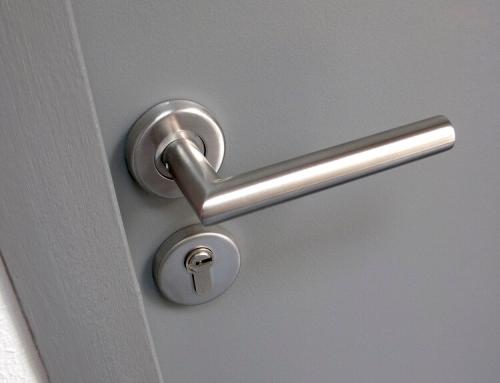 Методи за разбиване на метални врати